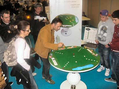 Les adultes se prend au jeu l'esprit golf - Urban Putting